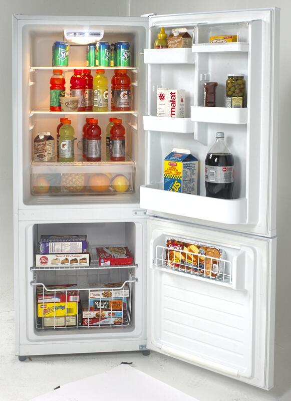 Avanti Ffbm102d0w 24 Inch Bottom Freezer Refrigerator With
