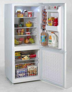 Avanti FFBM920W  Bottom Freezer Refrigerator with 9.2 cu. ft. Total Capacity 2.4 cu. ft. Freezer Capacity 2 Glass Shelves