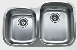 "Ukinox D37660408 32"" Wide Undermount Double Bowl Sink - 18-Gauge: Stainless Steel"
