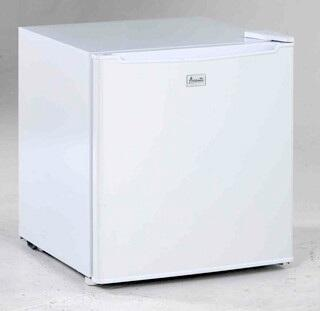 Avanti RM1722PS  Freestanding Compact Refrigerator with 1.7 cu. ft. Capacity, 1 Wire Shelf