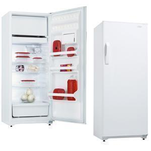 Danby D9604W  Freestanding Counter Depth Top Freezer Refrigerator with 9.6 cu. ft. Total Capacity 3 Wire Shelves